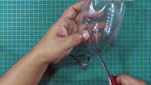 cách làm hộp đựng bút bằng chai nhựa 4
