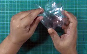 cách làm hộp đựng bút bằng chai nhựa 5