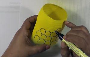 cách làm hộp đựng bút bằng chai nhựa 7