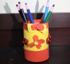 cách làm hộp đựng bút bằng chai nhựa và giấy 4