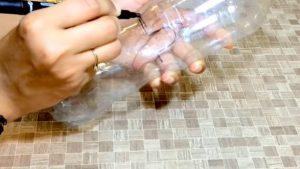 cách làm hộp đựng bút hình thú bằng chai nhựa 1