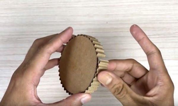 hộp đựng bút để bàn handmade bằng giấy cứng 2