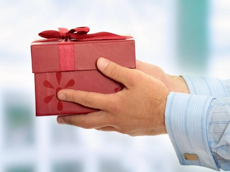 Chọn quà tặng cho khách hàng có in logo mang đến nhiều lợi ích
