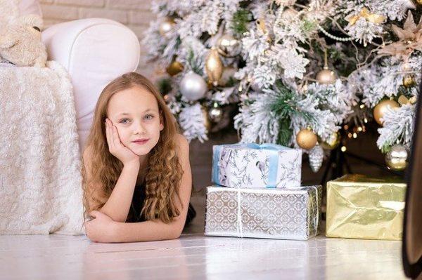 hộp quà giáng sinh cho trẻ em