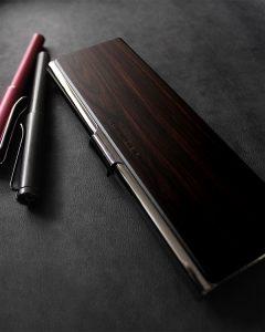 Ngỡ ngàng vẻ đẹp tinh tế của các mẫu hộp đựng bút cao cấp bậc nhất 2021