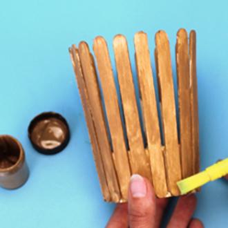 hộp đựng bút để bàn handmade bằng que kem 4