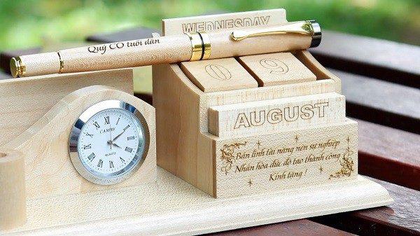 hộp đựng bút văn phòng bằng gỗ 3