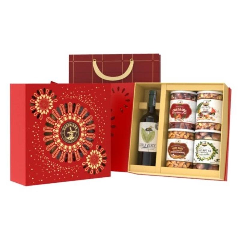 Hộp quà Tết hạt dinh dưỡng và rượu - món quà thay cho lời chúc sức khỏe, thịnh vượng