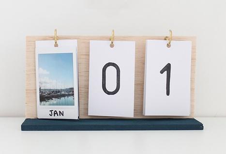lịch bàn đế gỗ 12