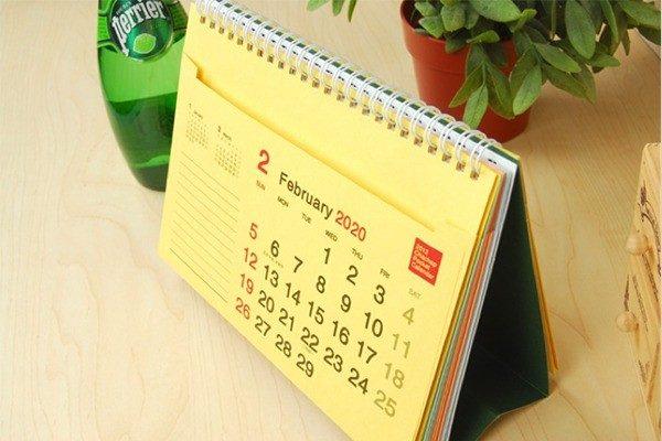 lịch để bàn chữ A 9