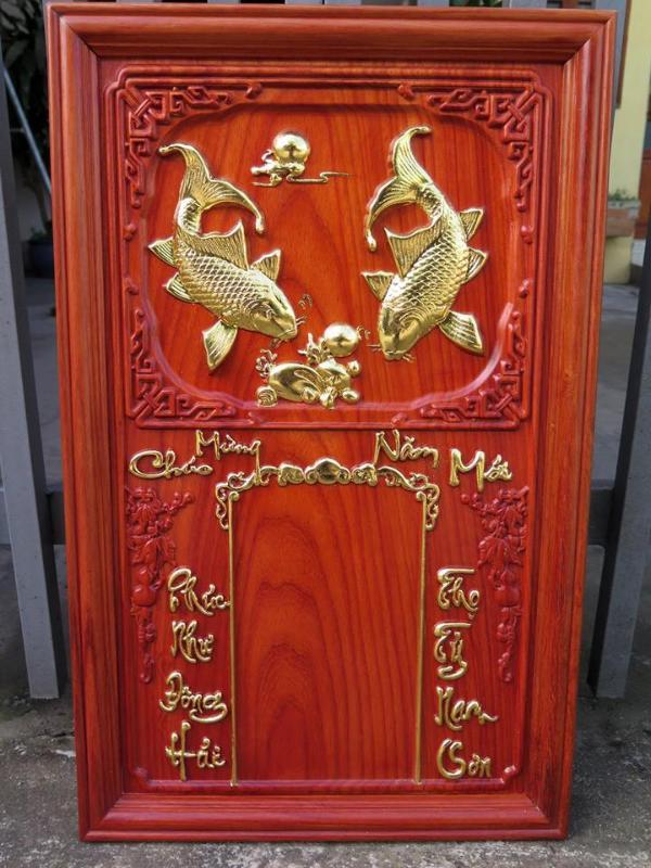 Đốc lịch gỗ mô phỏng biểu tượng cá chép, tượng trưng cho tài lộc và hưng thịnh.