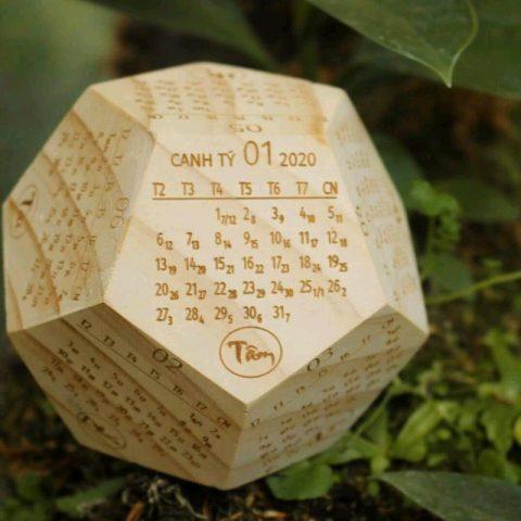 Tất tần tật về lịch gỗ để bàn 12 mặt