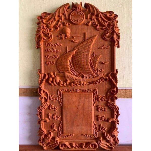 Đốc gỗ chủ đề Thuận Buồm Xuôi Gió với lời chúc công việc hanh thông, thuận lợi.