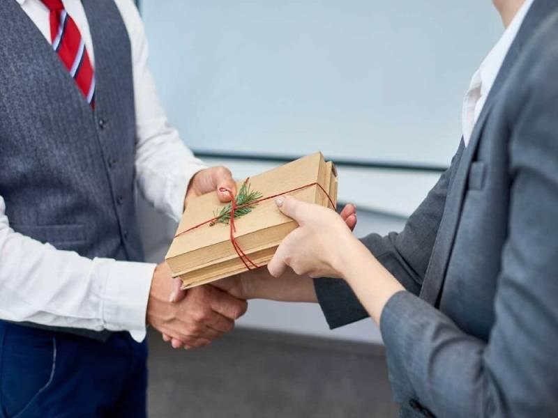 Một món quà ý nghĩa sẽ giúp mối quan hệ hợp tác được lâu dài
