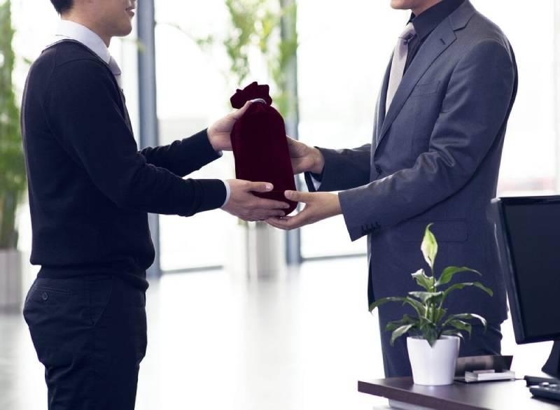 Tìm hiểu ý nghĩa của quà tặng doanh nghiệp