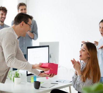 Cách chọn 17+ mẫu quà tặng đối tác nữ tinh tế như một chuyên gia tâm lý