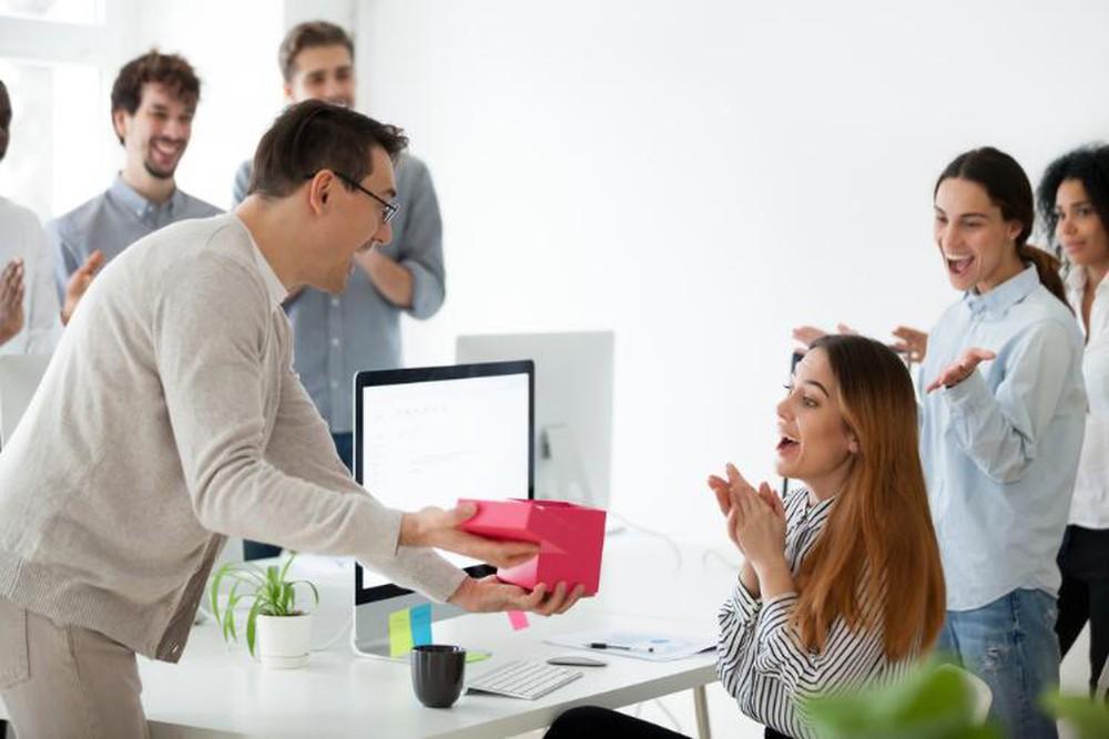 Gợi ý quà tặng nhân viên trong dịp lễ tết 2021