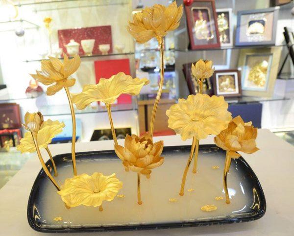 Tượng hoa sen dát vàng sang trọng, quý phái