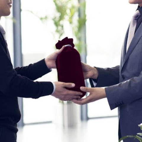 Quà tặng tri ân khách hàng nên chọn sản phẩm nào?