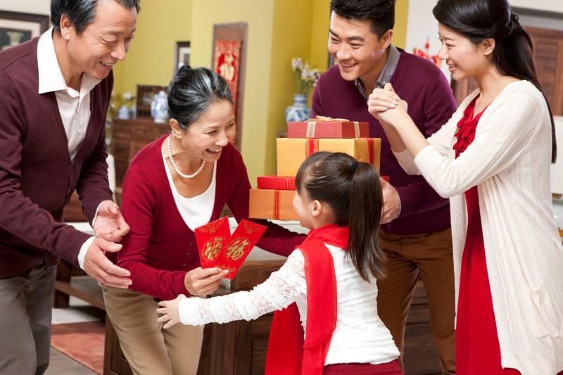 Bật mí các cách chọn quà Tết cho bố mẹ vợ hot nhất Xuân Nhâm Dần
