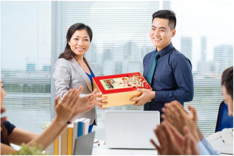 Quà Tết nhân viên - món quà ý nghĩa thay cho lời cảm ơn từ doanh nghiệp