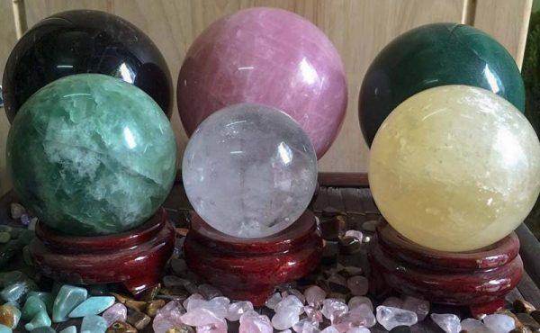 sản phẩm phong thủy được làm từ đá quý
