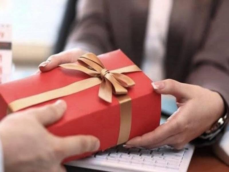 Vì sao bạn nên tặng quà cho doanh nhân?