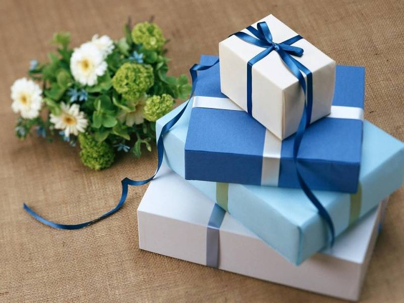 Nên xem xét nhiều yếu tố để chọn quà tặng hợp lý